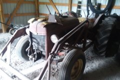 ford-tractor-w-bucket